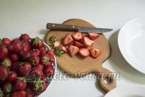 Торт Фрезье: Подготовить клубнику