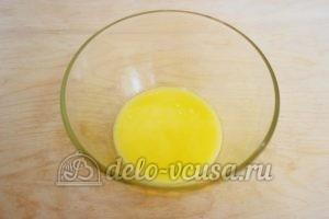 Заливной пирог с зеленым луком и яйцом: Растопить масло