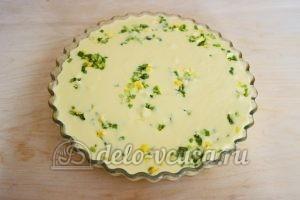 Заливной пирог с зеленым луком и яйцом: Вылить тесто