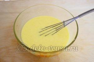 Заливной пирог с зеленым луком и яйцом: Перемешать
