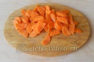 Жаркое из свинины в горшочках: Порезать морковь