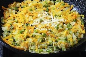 Куриный рулет с овощами: Добавить чеснок