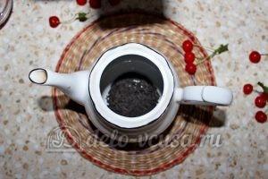 Чай с вишней: Засыпать заварку