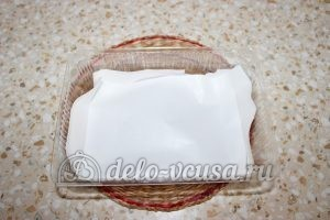 Замороженная вишня с косточками: Кладем слой бумаги