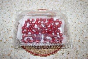 Замороженная вишня с косточками: Спрятать в морозильную камеру