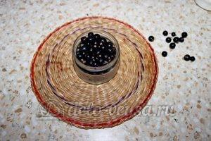 Компот из смородины и крыжовника: Подготовить смородину