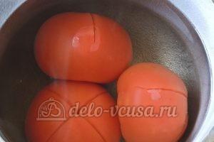 Лобио из стручковой фасоли: Опускаем томаты в крутой кипяток
