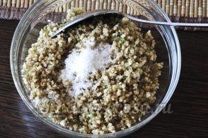 Лобио из стручковой фасоли: Перетираем ореховую смесь с солью