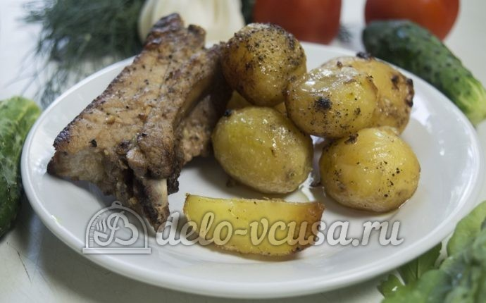 Запеченный картофель с ребрышками
