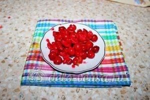 Монастырская изба из блинов: Удаляем косточки из вишни