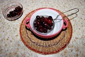 Пирог с вишней на кефире: Подготовить вишню