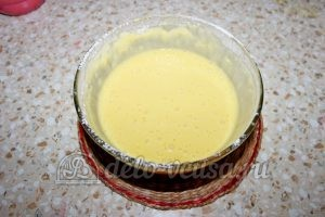 Пирог с вишней на кефире: Хорошо перемешать