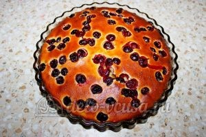 Пирог с вишней на кефире: Выпекаем до готовности