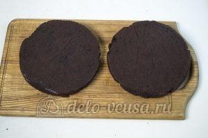 Шоколадно-кокосовый торт: Подравниваем коржи