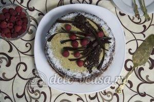 Шоколадно-кокосовый торт: Украшаем торт ягодами и кремом