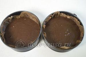 Шоколадно-кокосовый торт: Разливаем тесто по формам