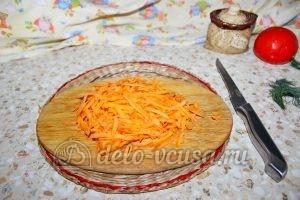 Щи из квашеной капусты в мультиварке: Натереть морковь