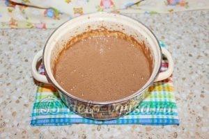 Шоколадный торт с малиной: Смесь смешиваем с тестом
