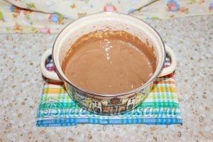 Шоколадный торт с малиной: Все хорошо смешиваем