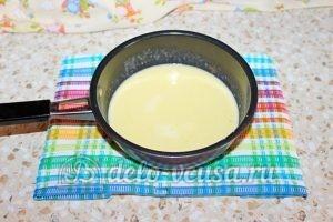 Шоколадный торт с малиной: Подогреваем молоко чтобы масло растворилось