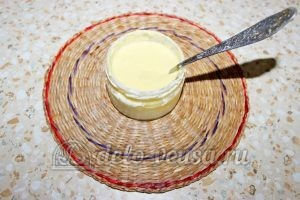 Овощной суп с клецками: Добавляем яйцо и перемешиваем
