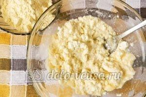 Сырники с кукурузной мукой: Все хорошо перемешать