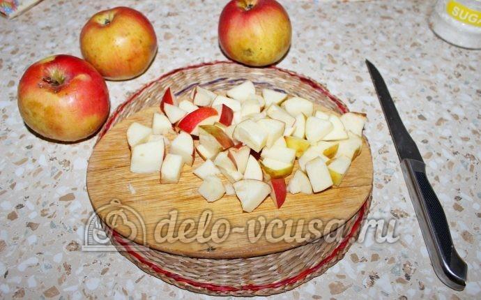 Заготовка из яблок для пирогов: Порезать кубиками