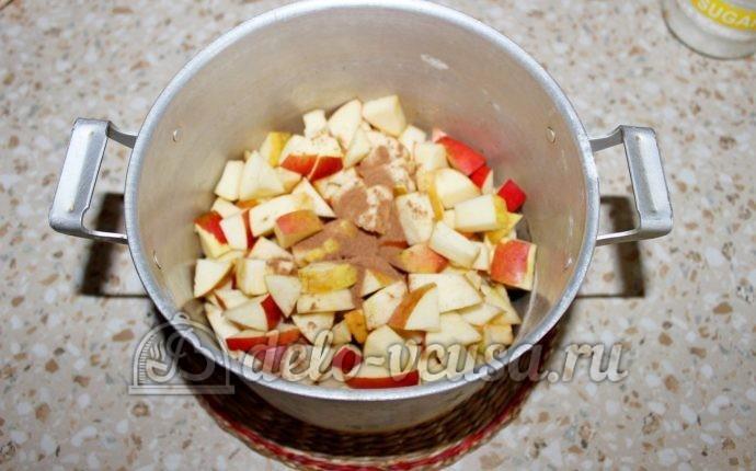 Заготовка из яблок для пирогов: Добавить корицу