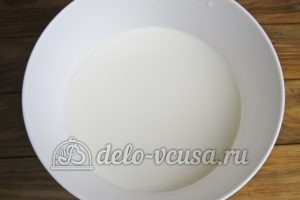 Блинчики с куриными желудками: Готовим тесто, добавляем яйца и молоко