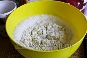 Блины на молоке с содой: Добавляем в смесь гашеную соду и муку