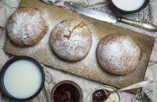 Дрожжевые булочки с джемом