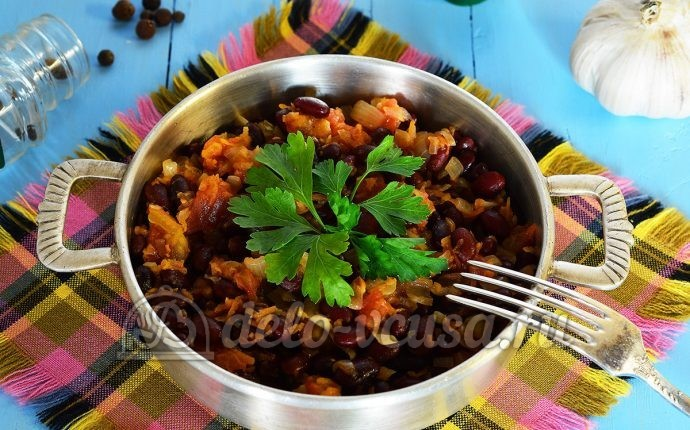 Красная фасоль тушеная с овощами