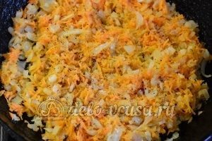 Фасоль тушеная с овощами: Добавить специи и соль