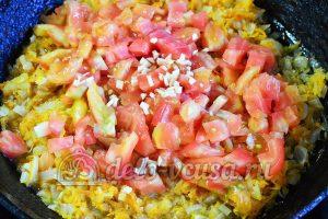 Фасоль тушеная с овощами: Добавить помидоры чеснок и горчицу