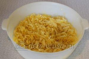 Жареная капуста с яйцом: Капусту помять