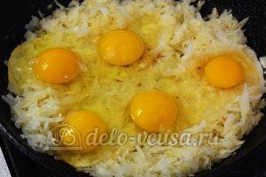 Жареная капуста с яйцом: Добавить яйца