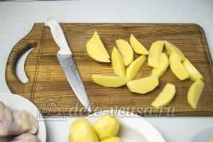 Куриные крылышки с картошкой в духовке: Порезать картошку