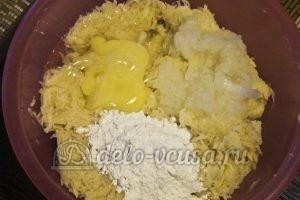Картофельные драники с мясом: Соединить ингредиенты