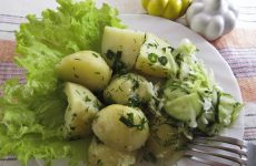 Молодая картошка в мультиварке
