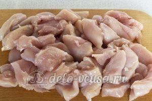 Куриная грудка в кисло-сладком соусе: Нарезать филе
