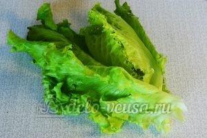 Овощной салат с сухариками: Салат промыть