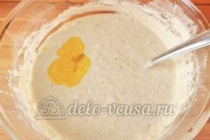 Овсяные оладьи с бананом: Добавляем в тесто растительное масло