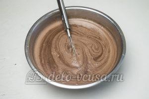 Шоколадный пудинг: Добавить молоко и сливки