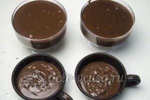 Шоколадный пудинг: Разлить пудинг в порционное стаканчики