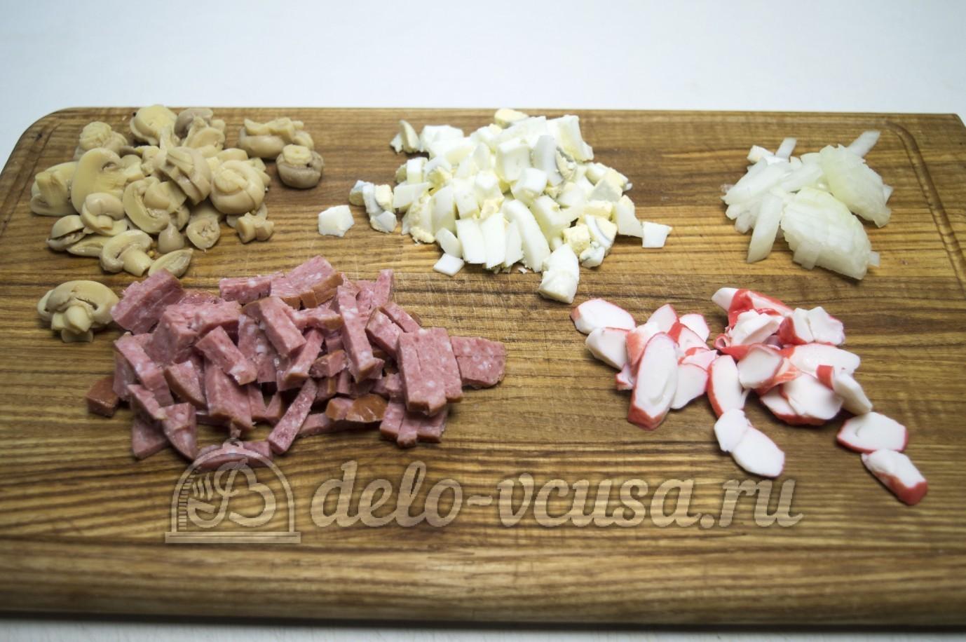 как приготовить салат с шампиньонами и колбасой