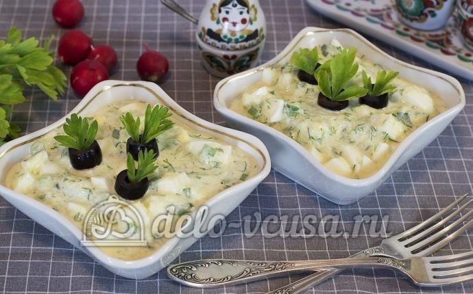 Салат из огурцов, яиц и зелени