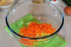 Салат из редьки с морковью: Натереть морковь