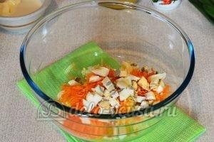 Салат из редьки с морковью: Измельчить яйцо