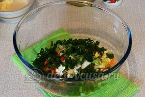 Салат из редьки с морковью: Порезать лук
