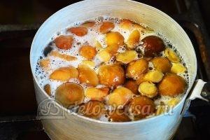Салат с опятами и помидорами: Грибы отварить
